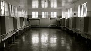 刑務所ベッド