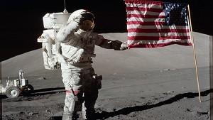 宇宙飛行士と旗