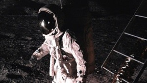 宇宙飛行士歩行