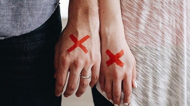 【もう限界】信じがたい理由で離婚したカップル5選